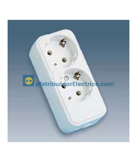 10402-31 - Bases enchufe multiple de superficie x16A 250V, 2x2P+TT lateral.