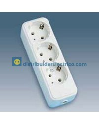 10403-31 - Bases enchufe multiple de superficie 16A 250V, 3x2P+TT lateral.