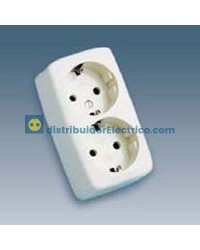 10462-31 - Bases enchufe multiple Bipolar, de superficie 16A 250V, 2x2P+TT lateral. material termostable.