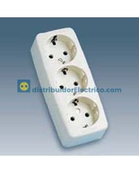 10463-31 - Bases enchufe multiple Bipolar, de superficie 16A 250V, 3x2P+TT lateral. material termostable.